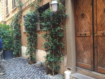 front courtyard in Italy